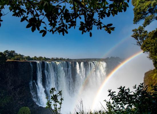 Regenboog bij Victoria watervallen Zimbabwe